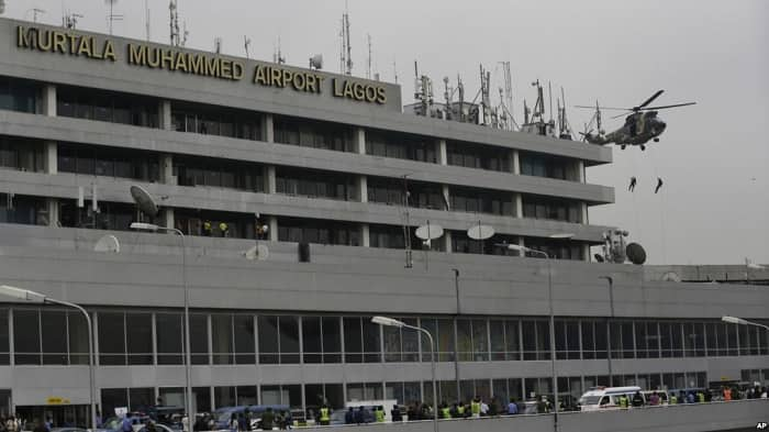 Assault: Police arrest US citizen for breaking key in Nigerian airport worker's ear - Legit.ng