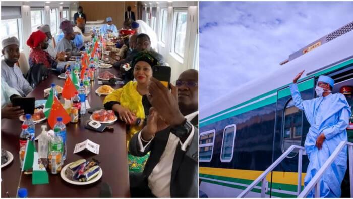Adorable photo shows Fashola, Amaechi, Saraki, others enjoying with Buhari inside Lagos train