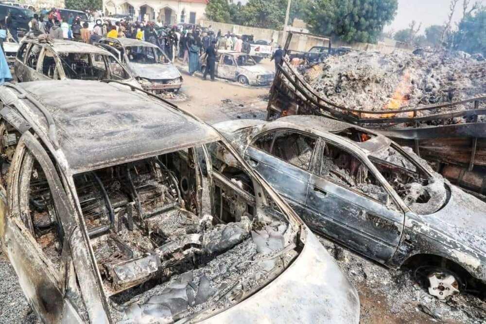Gwamna Zulum ya ziyarci garin Auno, inda Boko Haram suka kai hari jiya (Hotuna)
