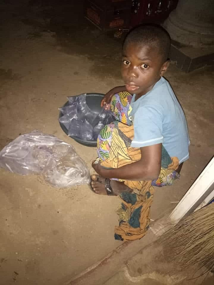 Man narrates his experience with a 12-year-old orphan hawking pure water (photo)
