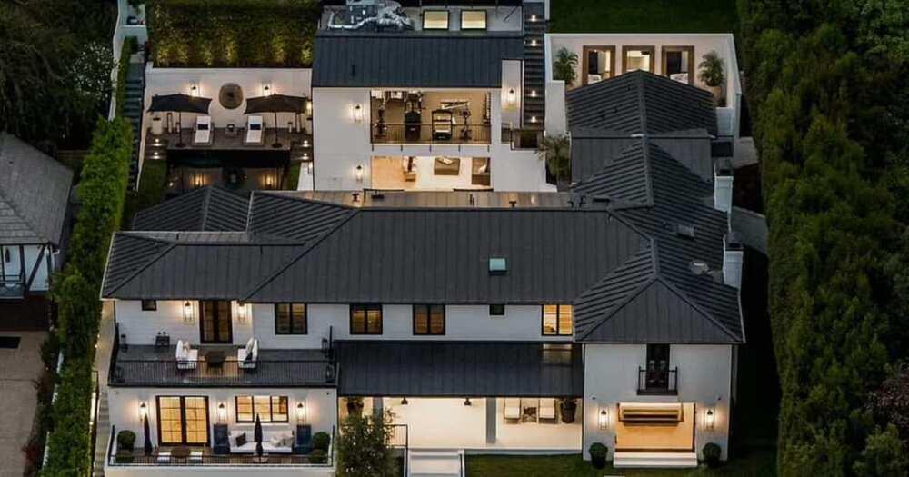 Rihanna bought her Beverly Hills mansion in 2020 at KSh 1.4 billion.