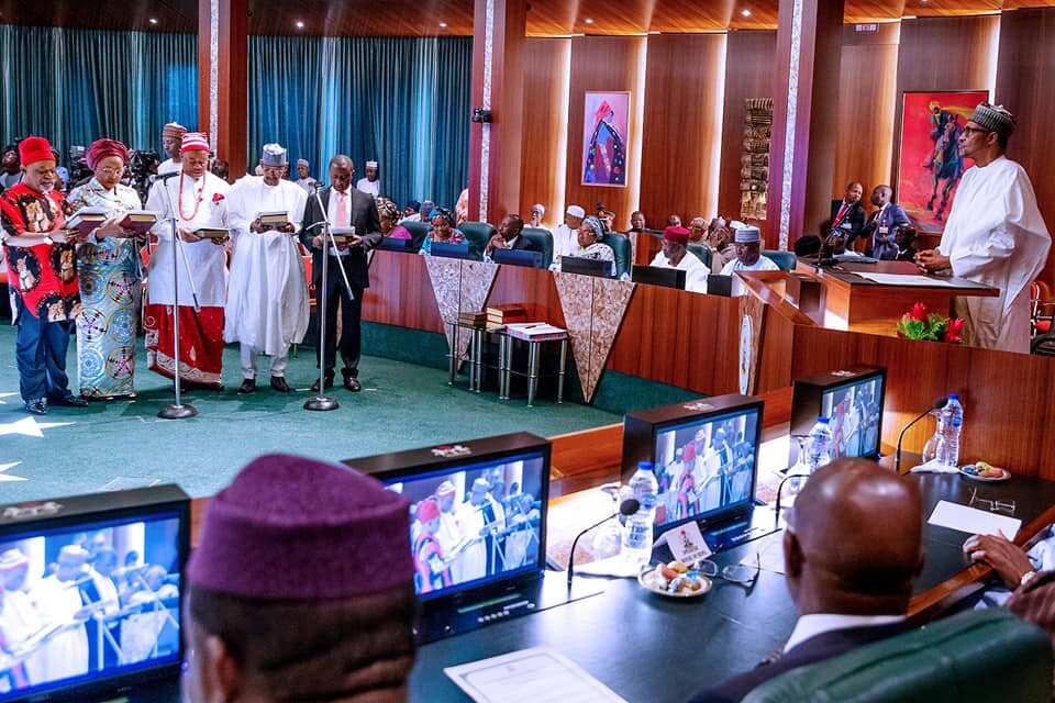 Buhari da Ministoci a dakin taro na fadar shugaban kasa Hakkin mallakar hoto: Fadar shugaban kasa
