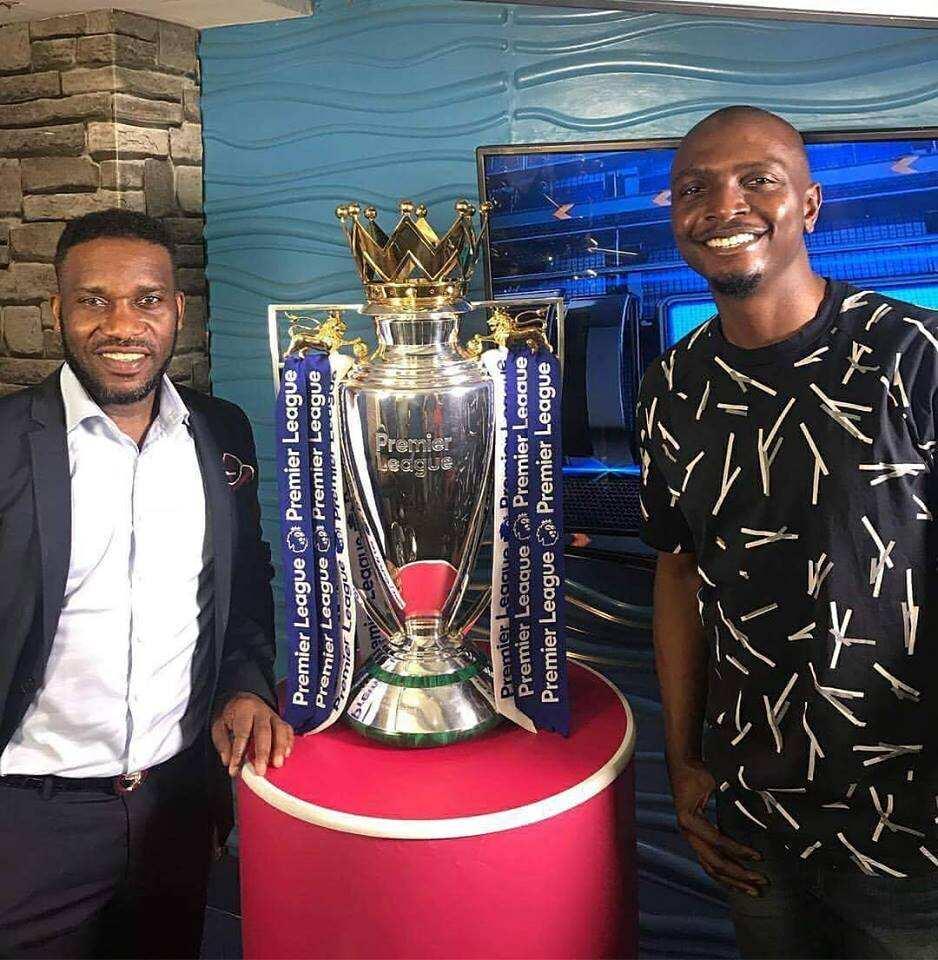 Premier League a football trophy