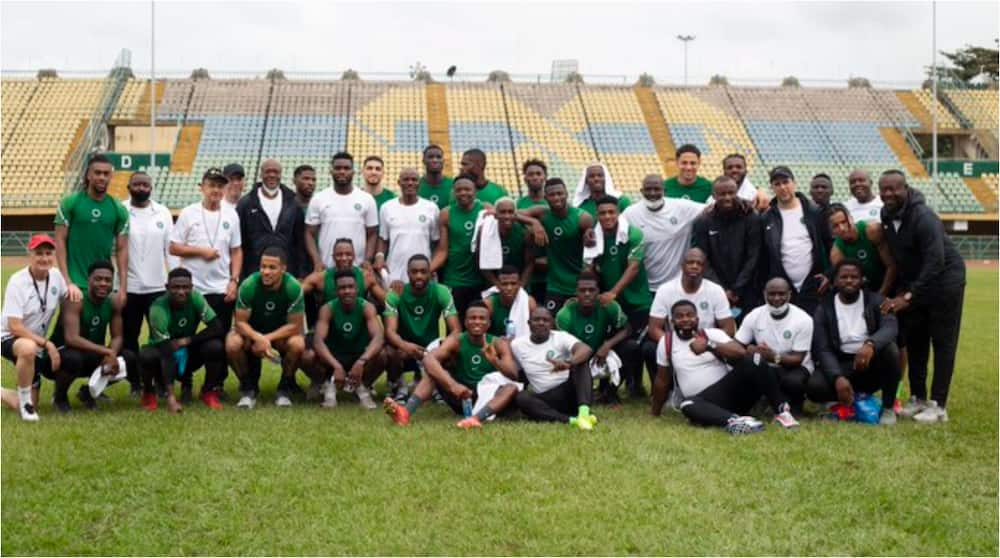 Super Eagles arrive jetty to board speed boats Cotonou for AFCON qualifying showdown vs Benin