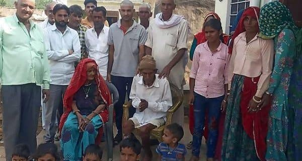 95-year-old man awakes up at his own funeral in India (photo)