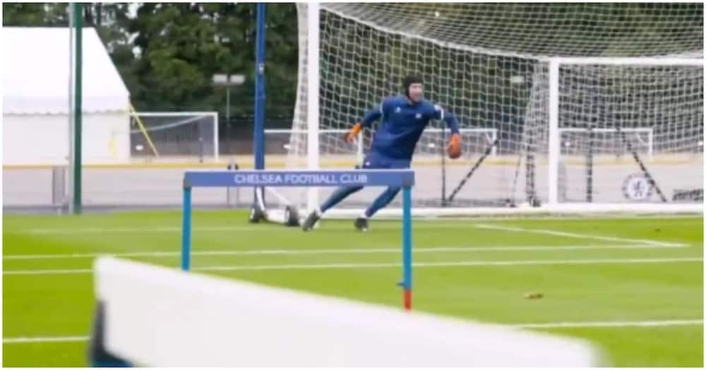 Footage of 38-year old Petr Cech in Chelsea training goes viral