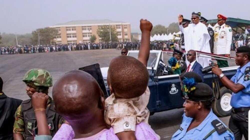 Little kid 'hails' President Buhari as his car passes