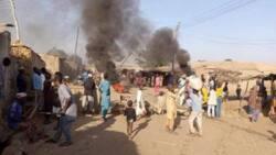 Yanzu-Yanzu: Matasa a Sokoto suna can suna zanga-zanga kan rashin tsaro, suna ƙone-ƙone