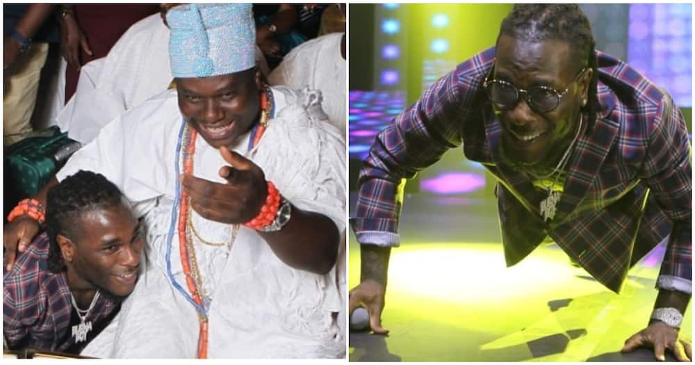 Burna Boy goes on his knees as he pays respect to Ooni of Ife (photo)