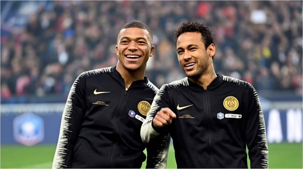 Mbappe pushes Neymar away during PSG's Super Cup celebrations (video)