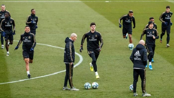 Yanzu nan: Cutar Coronavirus ta harbi Mai horas da 'Yan kwallon Real Madrid, Zidane