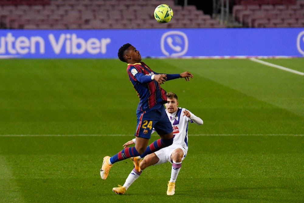 Junior Firpo blasts Barcelona attackers for result against 15th-place Eibar at Camp Nou
