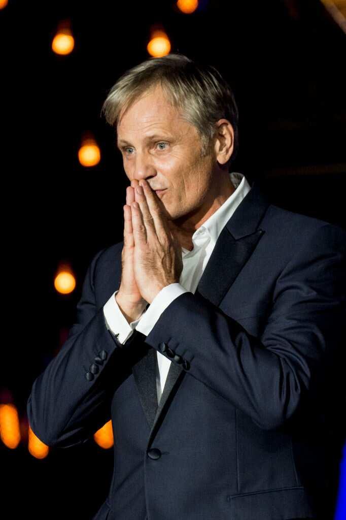 Viggo Mortensen reçoit le prix Donostia lors du 68e Festival international du film de Saint-Sébastien au Palais Kursaal le 24 septembre 2020 à Saint-Sébastien, en Espagne. (Photo de Juan Naharro Gimenez/WireImage)
