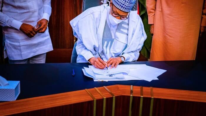 Shugaba Buhari ya rattaba hannu kan kasafin kudi N982Bn, karin kan na 2021