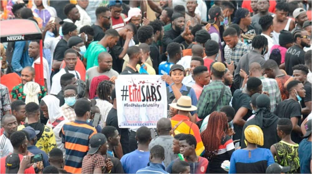 Obafemi Martins: Ex-Eagles star distributes food and drink items to protesters in Lagos
