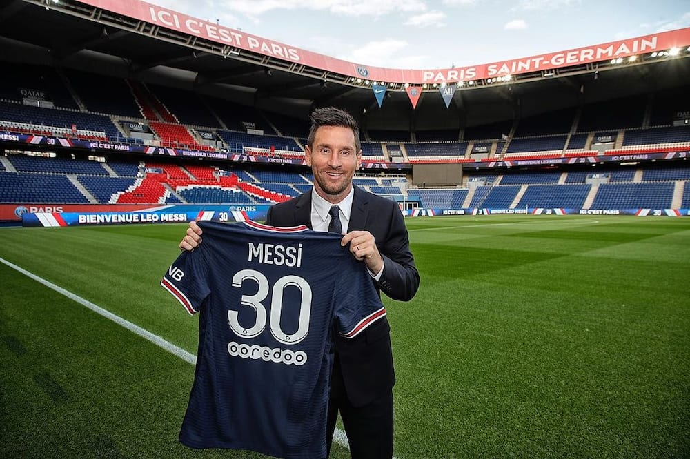 Thousands of PSG fans queue to buy Lionel Messi's jersey 24 hours after his unveiling