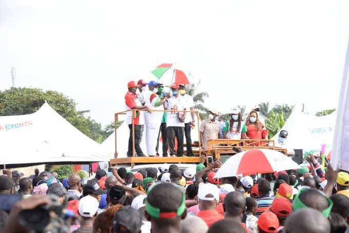 Da dumi-dumi: Jigon jam'iyyar APC da mutum sama da 3,000 sun sauya sheka zuwa jam'iyyar PDP a jihar Edo