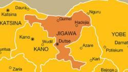 Jigawa: Ɗalibai 10 Sun Kutsa Gidan Wani Mutum Cikin Dare Sun Ɗaure Shi Sun Masa Askin Dole