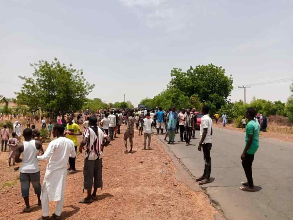 Coronavirus patients in Gombe take over highway, protest 'poor treatment'