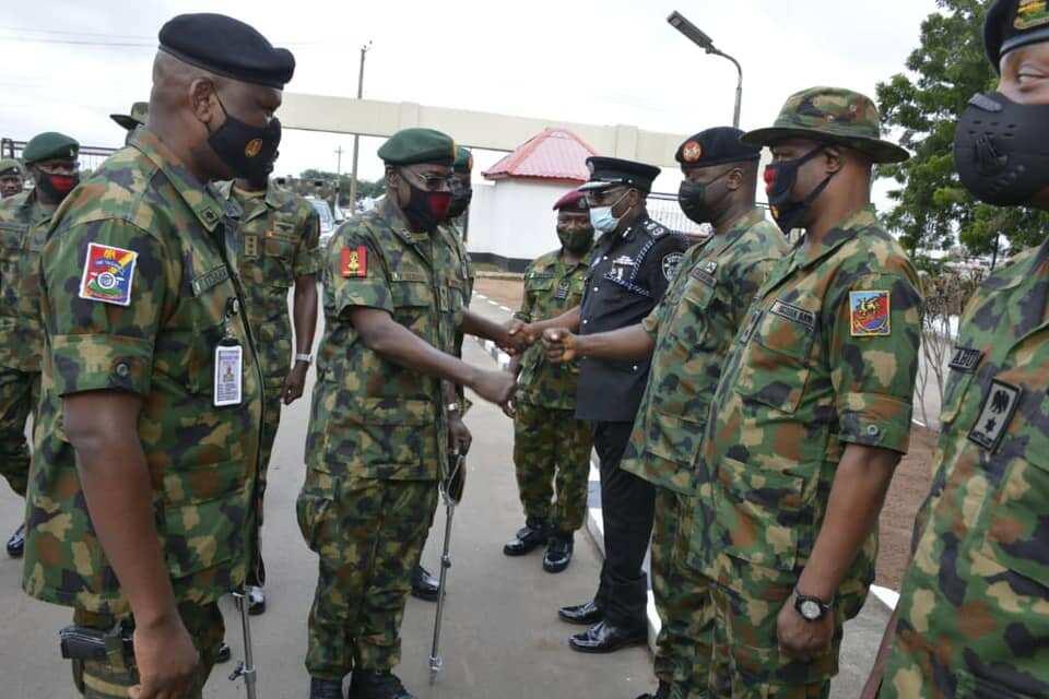 COAS Yahaya greeting top NA officers