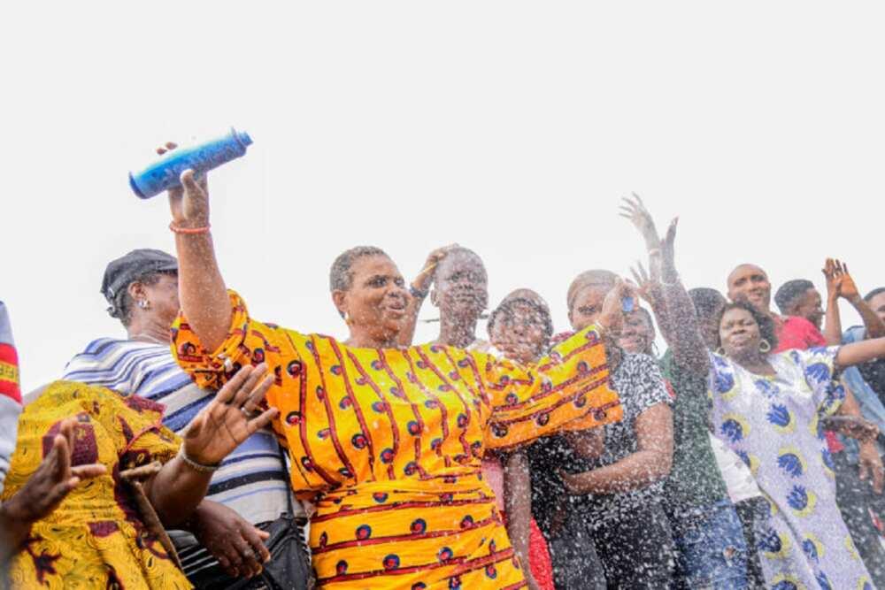 Hotuna: Dubban mazauna Edo sun sha shagali bayan Obaseki ya fito murna a tituna
