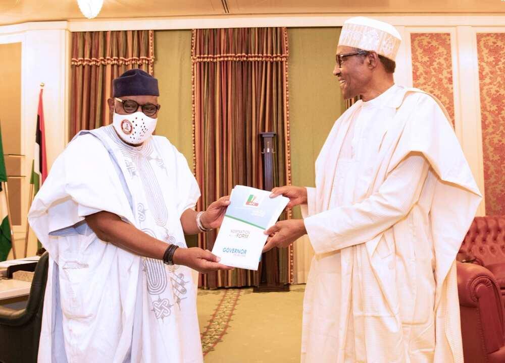 Rotimi Akeredolu ya ziyarci Buhari da fom dinsa na takarar gwamna