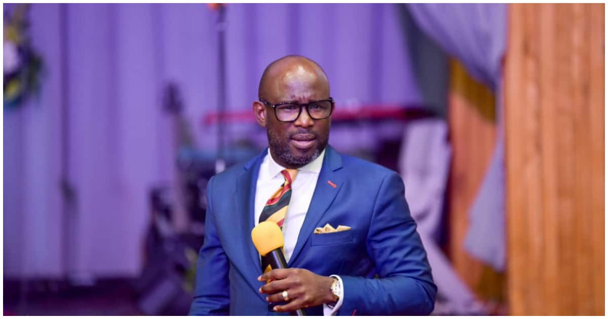 You are a thief if you play church instruments and collect money - Clergyman
