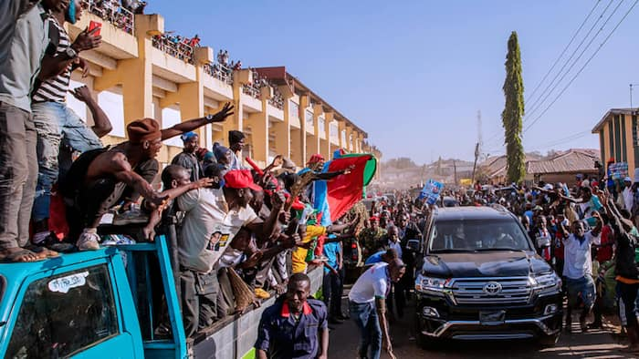 Massive crowd of supporters forces Buhari to abandon speech in Jos