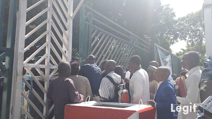 Happening now: Tension as police barricade National Assembly gate (photos)