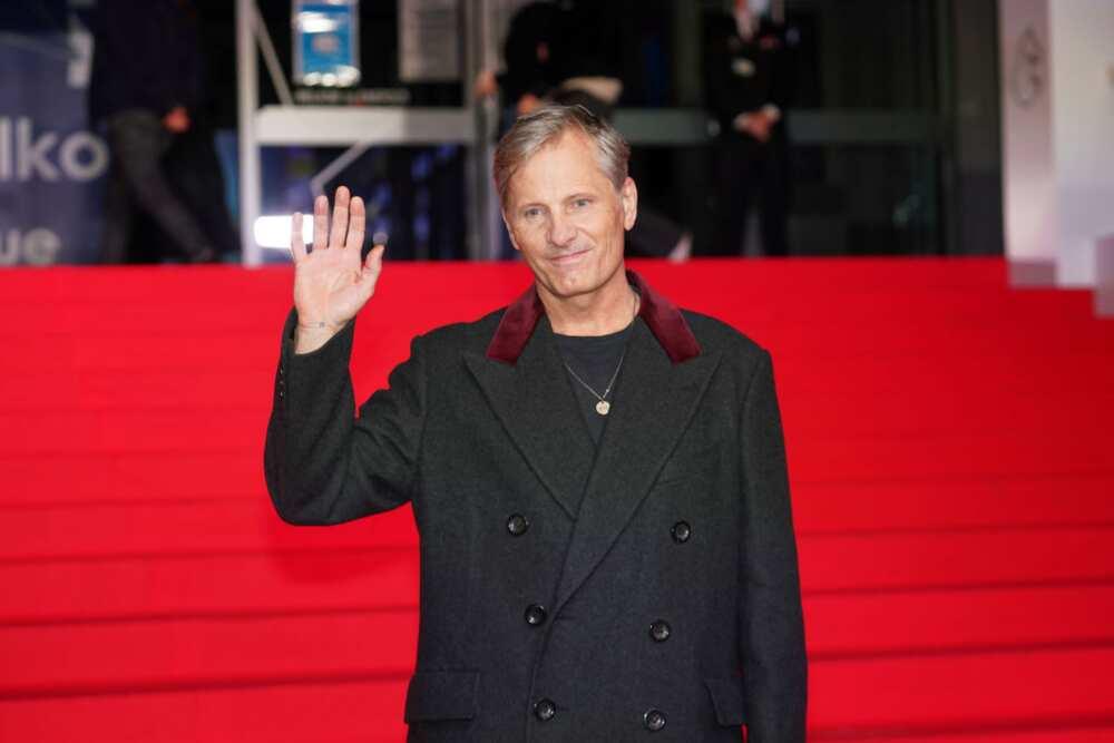 """Le réalisateur Viggo Mortensen arrive pour le photocall de la première de """"Falling"""" lors du 47e Festival du film de Gand le 18 octobre 2020 à Gand, en Belgique. (Photo de Sylvain Lefèvre)"""