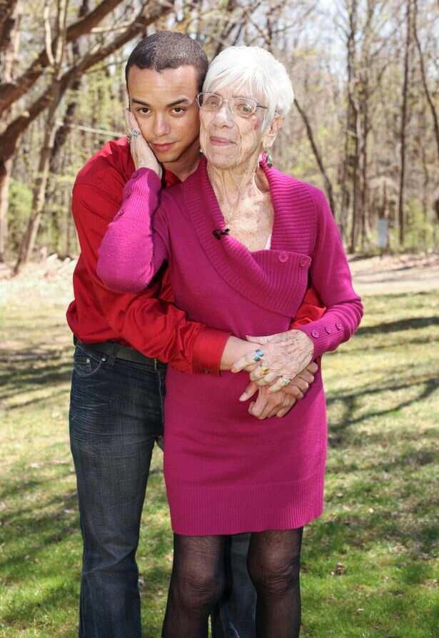 старые женщины с молодыми парнями