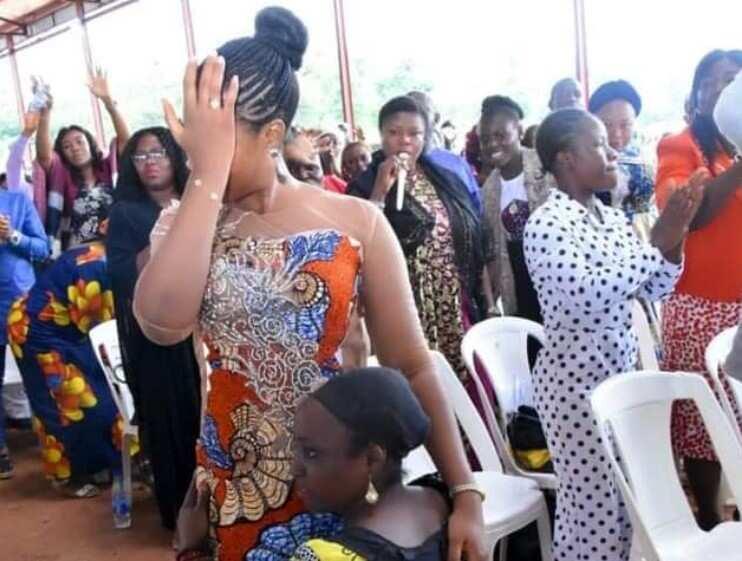 Fasto da mahaifiyar yarinya na kuka   Hoto: Prophetess Rose Kelvin Ministry