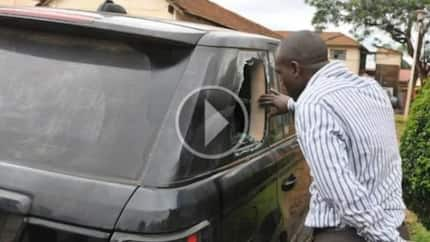 This wife found her husband cheating. She got a large stone and came up to his car…