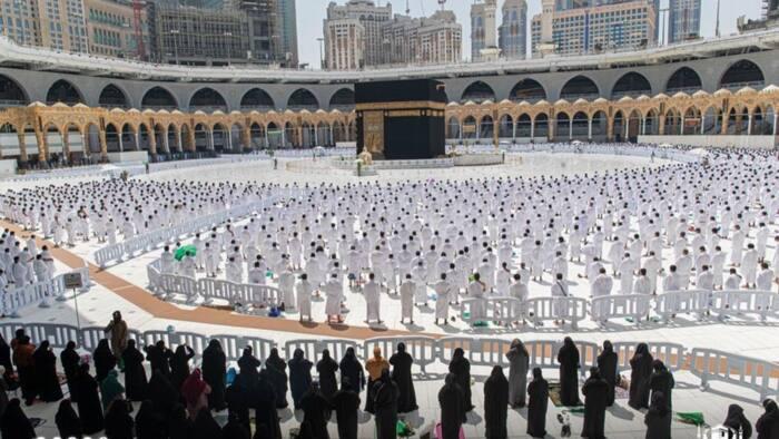 Da dumi-dumi: Za'a daina bada tazara a sahun Sallah daga gobe Lahadi a Makkah da Madina