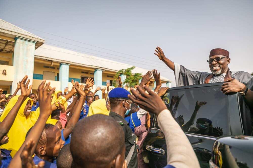Sama da Kashi 75% Na Yan Najeriya Basa Jin Daɗin Gwamnatin Buhari, Sanatan APC