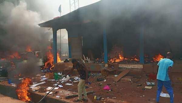 EndSARS: Thugs burn police station Benin after releasing prisoners