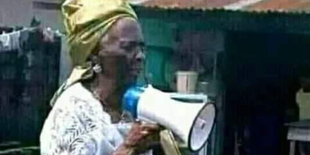 Photo of 93-year-old Woman Preaching the Gospel Generates Massive Reaction on Social Media