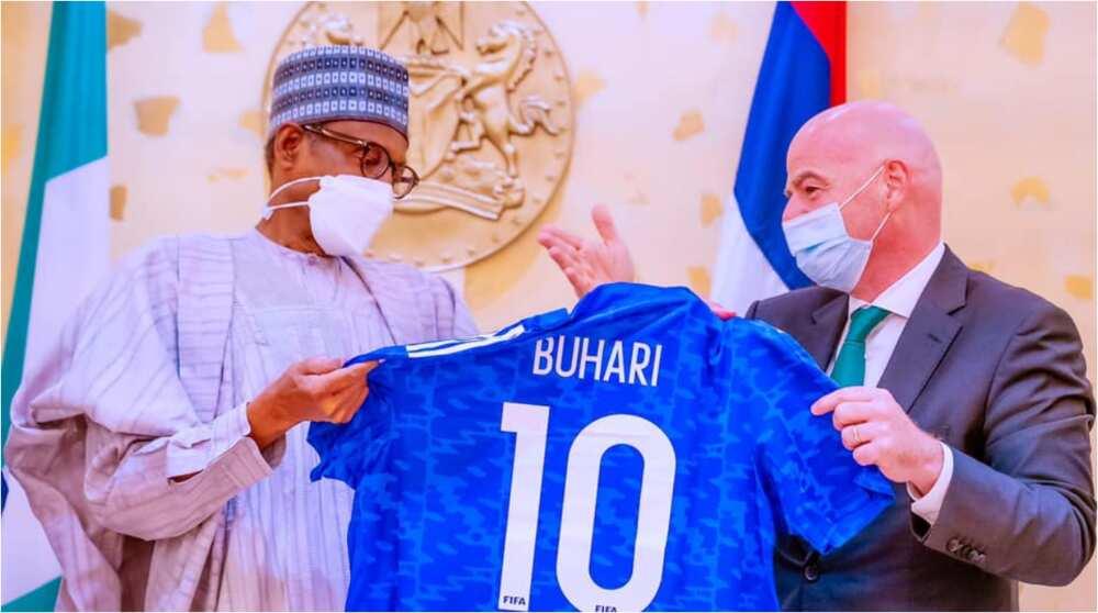 Lamba 10 mai rabawa: Shugabannin FIFA da CAF sun ziyarci Buhari a Villa