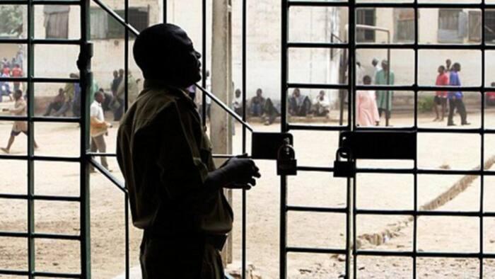Breaking: Gunmen attack correctional facility in Oyo, set inmates free