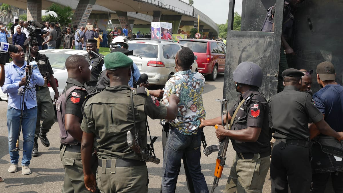 Sowore: Policemen, soldiers disperse RevolutionNow protesters in Lagos ▷ Legit.ng - Legit.ng