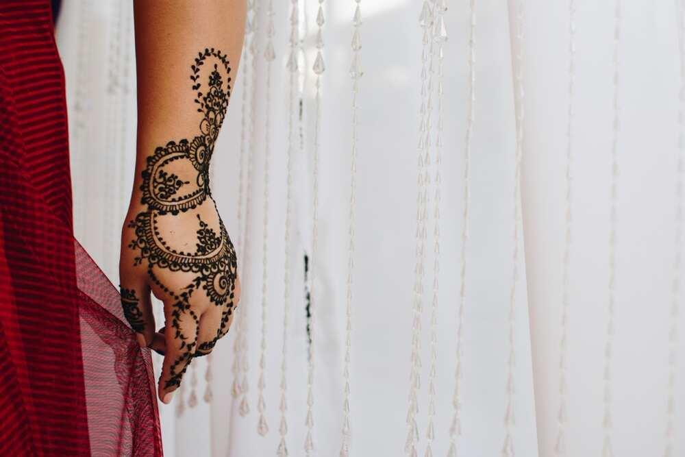 Circle henna designs