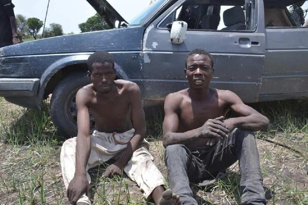 Hotunan Ƴan Boko Haram Da Aka Kama Da Magungunan Ƙarfin Maza Da Wasu Kayayyaki a Borno