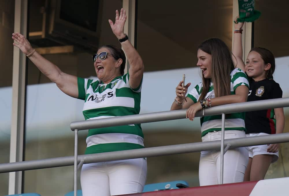 Cristiano Ronaldo's mother celebrates Sporting Lisbon's 1st League win in 19 years