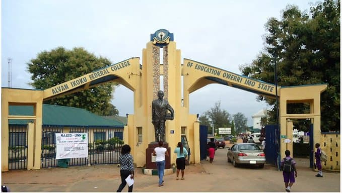 Rumour of COVID-19 as lecturer slumps, dies in lecture hall, students flee