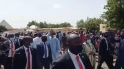 Eid-el-Kabir: Bidiyo ya nuna Buhari yana tafiya zuwa filin Idi a Daura yayin daama'a ke taya shi murna