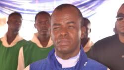 Da duminsa: Mabiyan Father Mbaka sun fito zanga-zanga bayan bacewarsa a Enugu