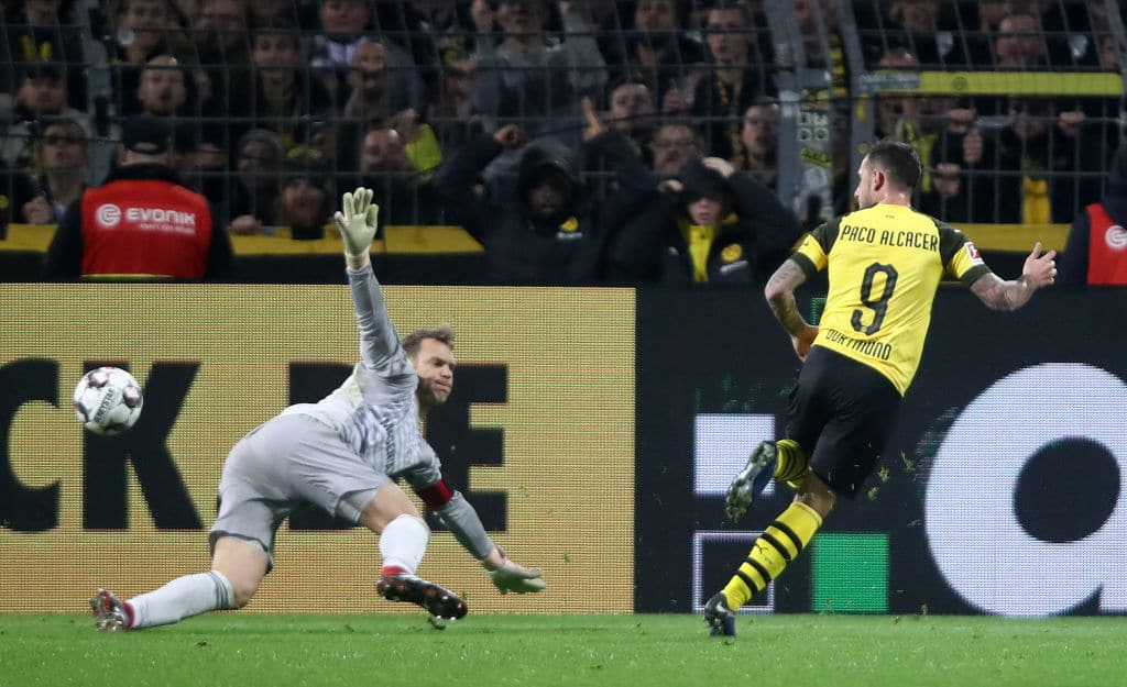 Paco Alcacer's late goal helps Dortmund defeat Bayern in tough Bundesliga cracker