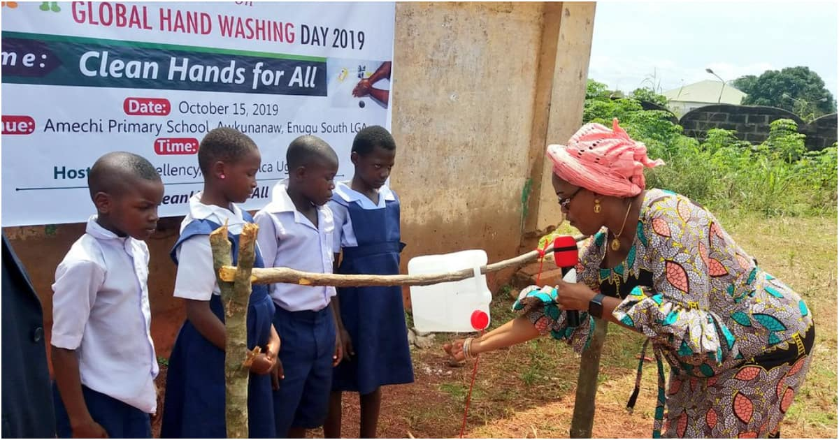 Enugu first lady did not commission tippy taps, she promoted handwashing - Youth coalition says (photos) - Latest News in Nigeria & Breaking Naija News 24/7 | LEGIT.NG