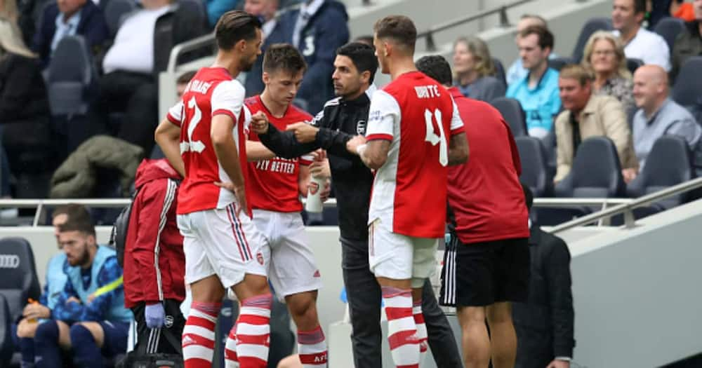 Mikel Arteta manager of Arsenal speaks with Kieran Tierney, Pablo Mari and Ben White of Arsenal during the Pre-season friendly between Tottenham Hotspur and Arsenal at Tottenham Hotspur Stadium. (Photo by Catherine Ivill/Getty Images)