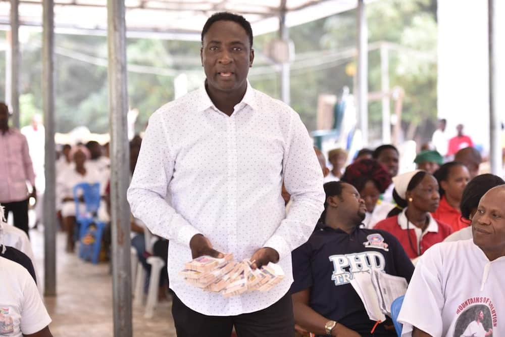 Christmas blessings: Prophet Jeremiah Omoto Fufeyin gift workers N30m, says Nigeria will be better